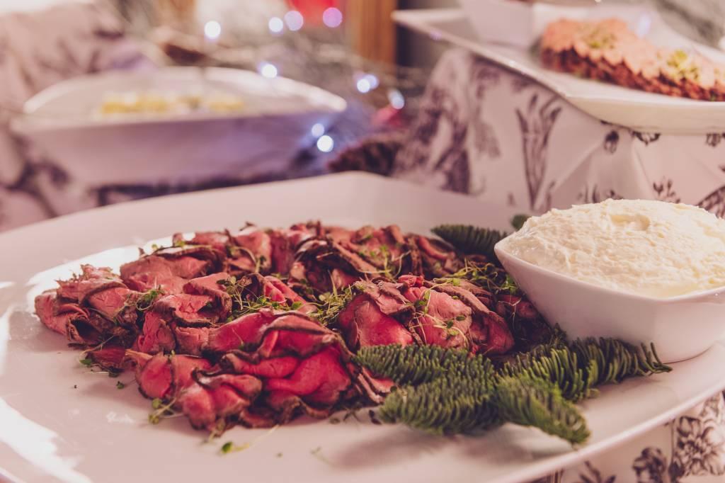 Katajanokan Ksion joulupöydän lihatarjotin